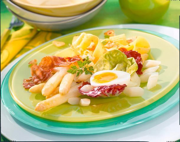 Lauwarmer Nudelsalat mit Spargel und Eiern Rezept