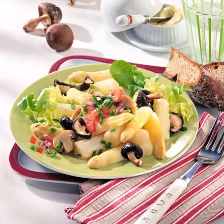 Lauwarmer Spargel-Pilz-Salat Rezept