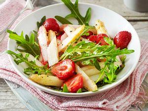 Lauwarmer Spargelsalat mit Erdbeeren Rezept
