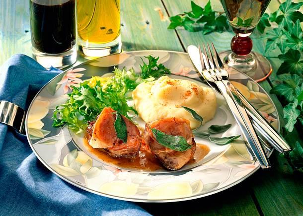 Leber-Saltimbocca mit Kartoffelpüree und grünem Salat Rezept