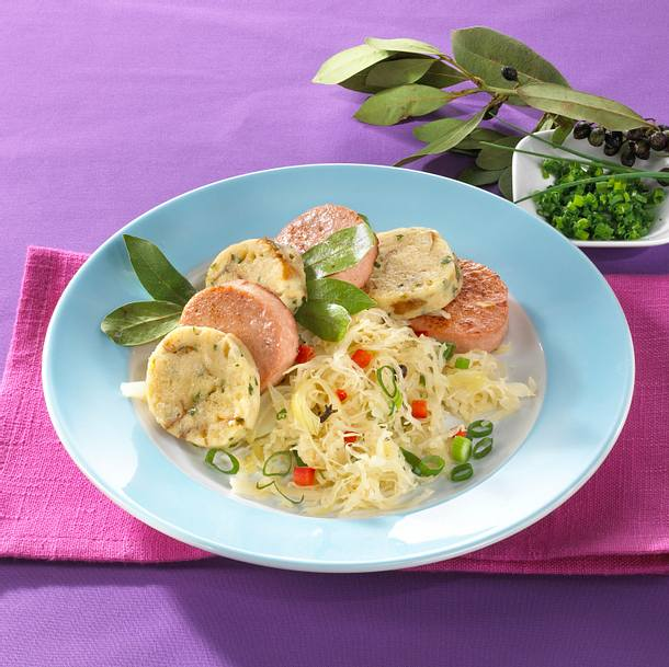 Leberkäse mit Brezelknödel und Sauerkraut Rezept