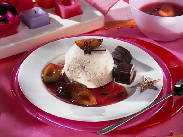 Lebkuchen-Eis mit Punschpflaumen Rezept