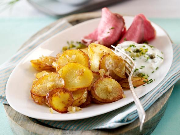 Leichte Bratkartoffeln mit Roastbeef und Joghurtremoulade Rezept