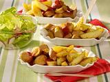 Leichte Currywurst mit Kartoffelspalten Rezept