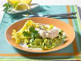 Lengfischfilet auf Porree-Rahm Rezept