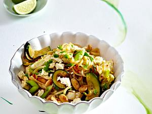 Linguine mit knackigem Wokgemüse und Feta Rezept