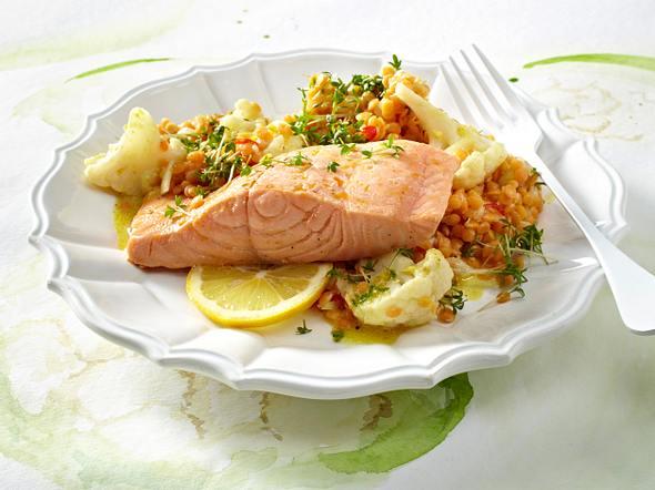 Linsen-Blumenkohl-Salat mit gedünstetem Lachs Rezept