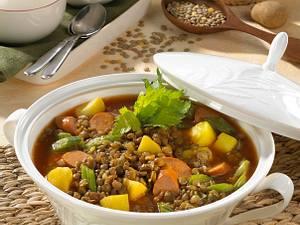 Linsen-Eintopf mit Würstchen Rezept