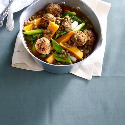 Linsen in Barbecuesoße mit Schnittlauch-Bällchen und Süßkartoffeln Rezept