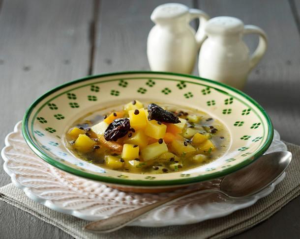 Linsen-Steckrüben-Suppe mit Backpflaumen Rezept