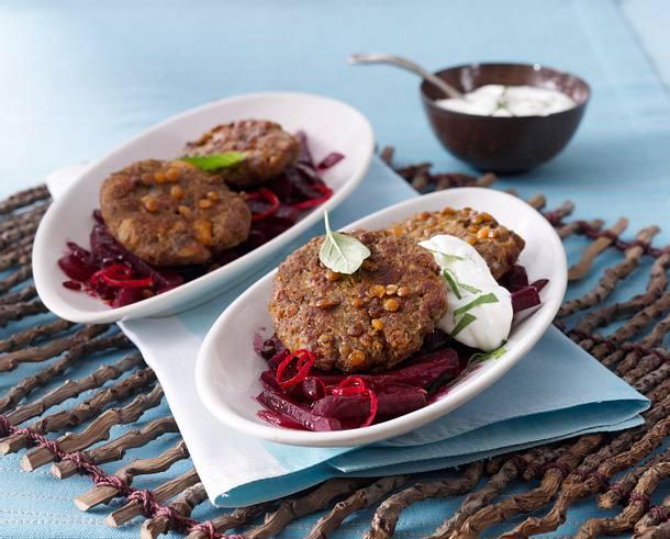 Linsenbratlinge auf Rote Bete-Gemüse und Joghurt-Dip Rezept