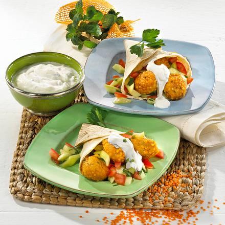 Linsenfalafel im Fladenbrot mit Tomaten-Gurken-Gemüse und Joghurt-Soße Rezept