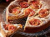 Luftiger Bratapfel-Rosenkuchen Rezept