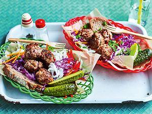 Lunchbox-Mettbällchen auf Rotkohlsalat Rezept