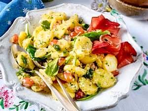 Lunchtime-Kartoffelsalat mit Pesto Rezept