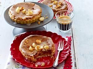 Macadamia-Tarteletts mit Zitronenguss Rezept