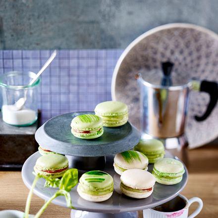 Macarons mit Basilikum-Ganache und Erdbeerkompott Rezept