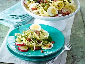 Mafaldine mit Brunnenkresse-Pesto, Eiern, Radieschen, Sprossen und Speckwürfeln Rezept
