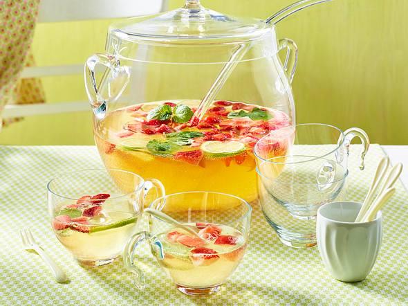 Mai-Bowle mit Erdbeeren und Minze Rezept