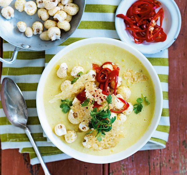 Maiscremesuppe mit Peperoni und Parmesanchips Rezept