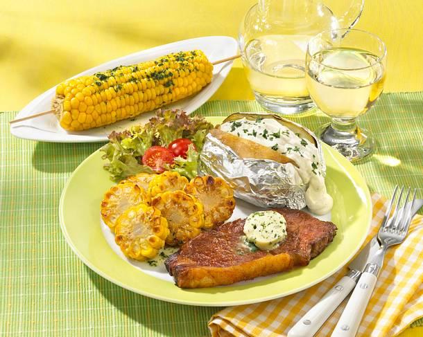 Maiskolben mit Steaks und Ofenkartoffeln Rezept