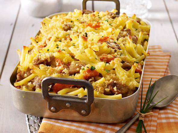 Makkaroni-Bratwurst-Auflauf mit Möhren und Champignons Rezept