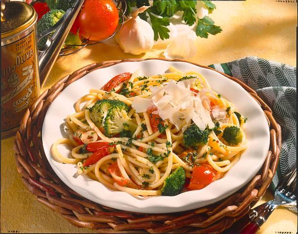 Makkaroni mit Broccoli-Petersilien-Soße Rezept