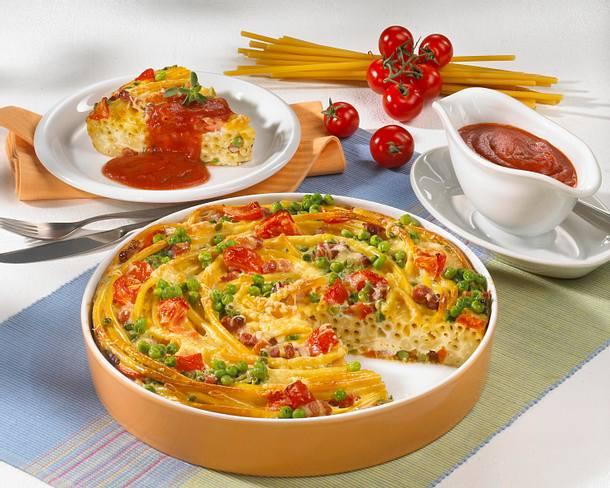 Makkaroni-Torte mit Erbsen, Tomaten und Speck Rezept