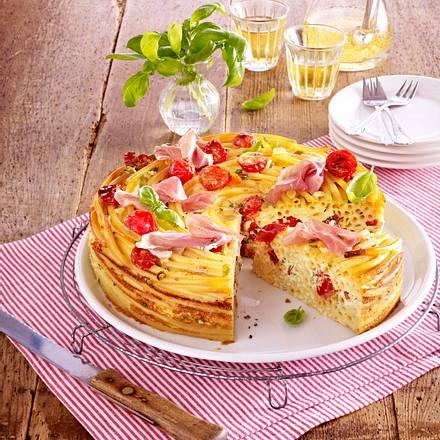 Makkaroni-Torte mit Kirschtomaten und Schinken Rezept