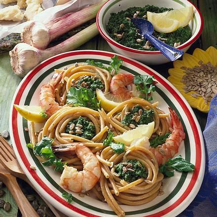 Makkaroninester mit Rauke-Pesto und Garnelen Rezept
