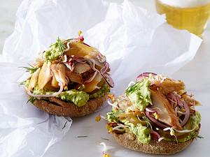 Makrelen-Brot mit Avocado-Aufstrich Rezept