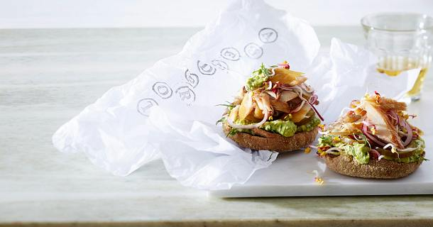 Makrelenbrot mit Avocado-Aufstrich Rezept
