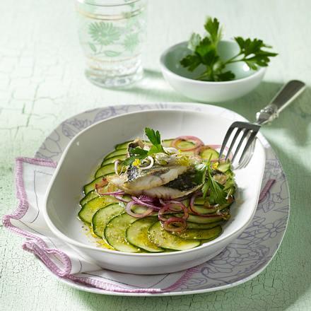 Makrelenfilet auf Gurken-Carpaccio Rezept