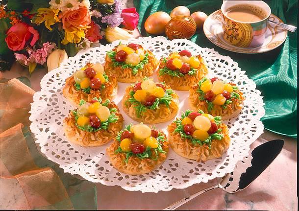 Makronen osternester mit fr chten rezept chefkoch for Leckere schnellgerichte