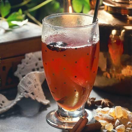 Malventee-Punsch mit Cassis und Orangen Rezept