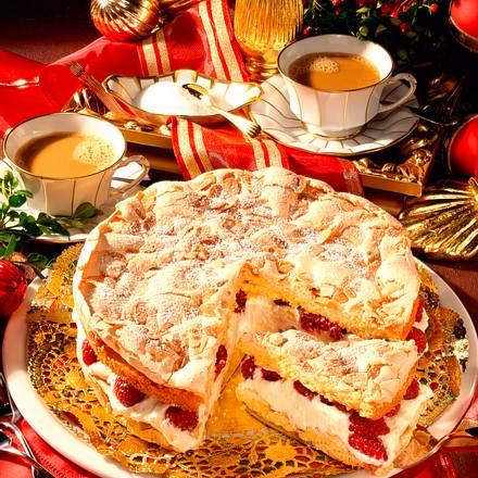 Mandel-Baiser-Torte mit Himbeeren Rezept