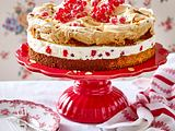 Mandel-Baiser-Torte mit Johannisbeer-Zitronencreme (Endfoto) Rezept