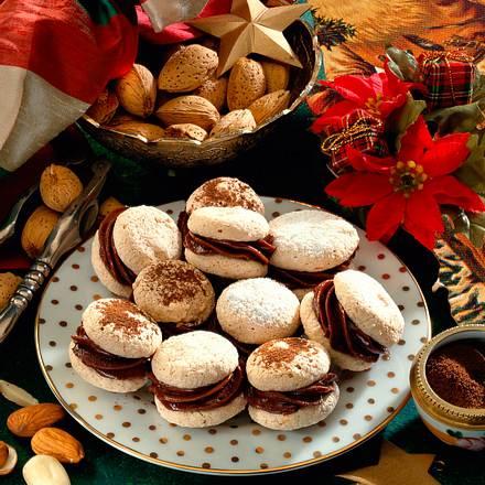 Mandel-Baiser-Tropfen mit Schokoladencreme Rezept