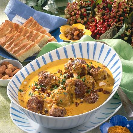 Mandel-Hackbällchen in Currysoße Rezept