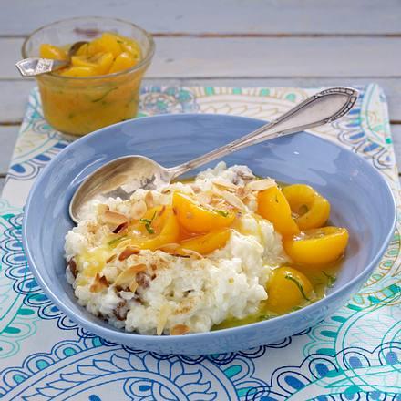 Mandel-Milchreis mit Rosinen und Zimt zu Aprikosen-Kompott (Stevia statt Zucker) Rezept