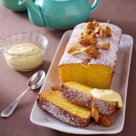 Mandel-Vanille-Blitzkuchen mit Rum-Sahne QimiQ Rezept