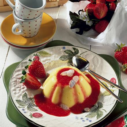 Mandelflammerie mit Erdbeersoße Rezept