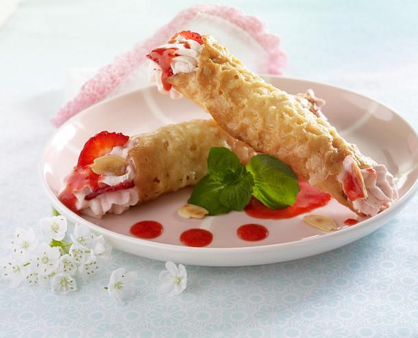 Mandelhippen mit Erdbeersahne und Minze Rezept