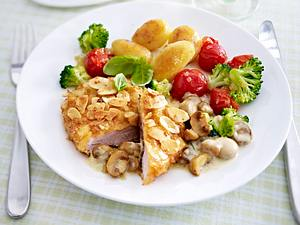 Mandelschnitzel mit Pilzrahmsoße Rezept