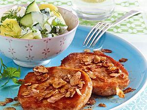 Mandelschnitzel zu warmen Gurkenkartoffelsalat Rezept