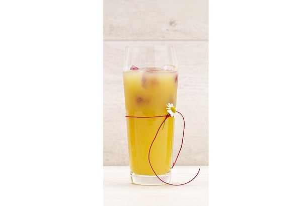 Mango-Apfel-Molke-Drink mit Himbeer-Eiswürfel Rezept