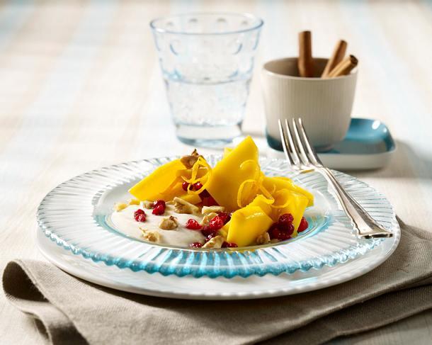 Mango-Preiselbeer-Salat mit Zimt-Mascarpone und Walnüssen Rezept