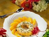 Mango-Savarin mit Pistazien-Kokosraspeln und Pfirsichen Rezept