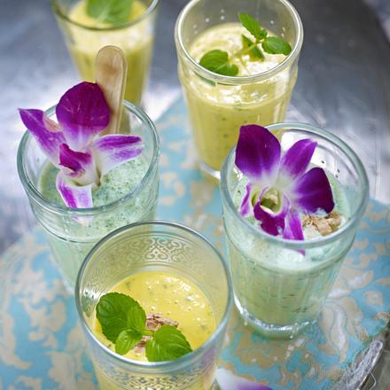 Mangolassi mit Hafermilch, Joghurt und Dinkelflakes Rezept