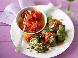 Mangold-Röllchen mit geschmolzenen Tomaten Rezept